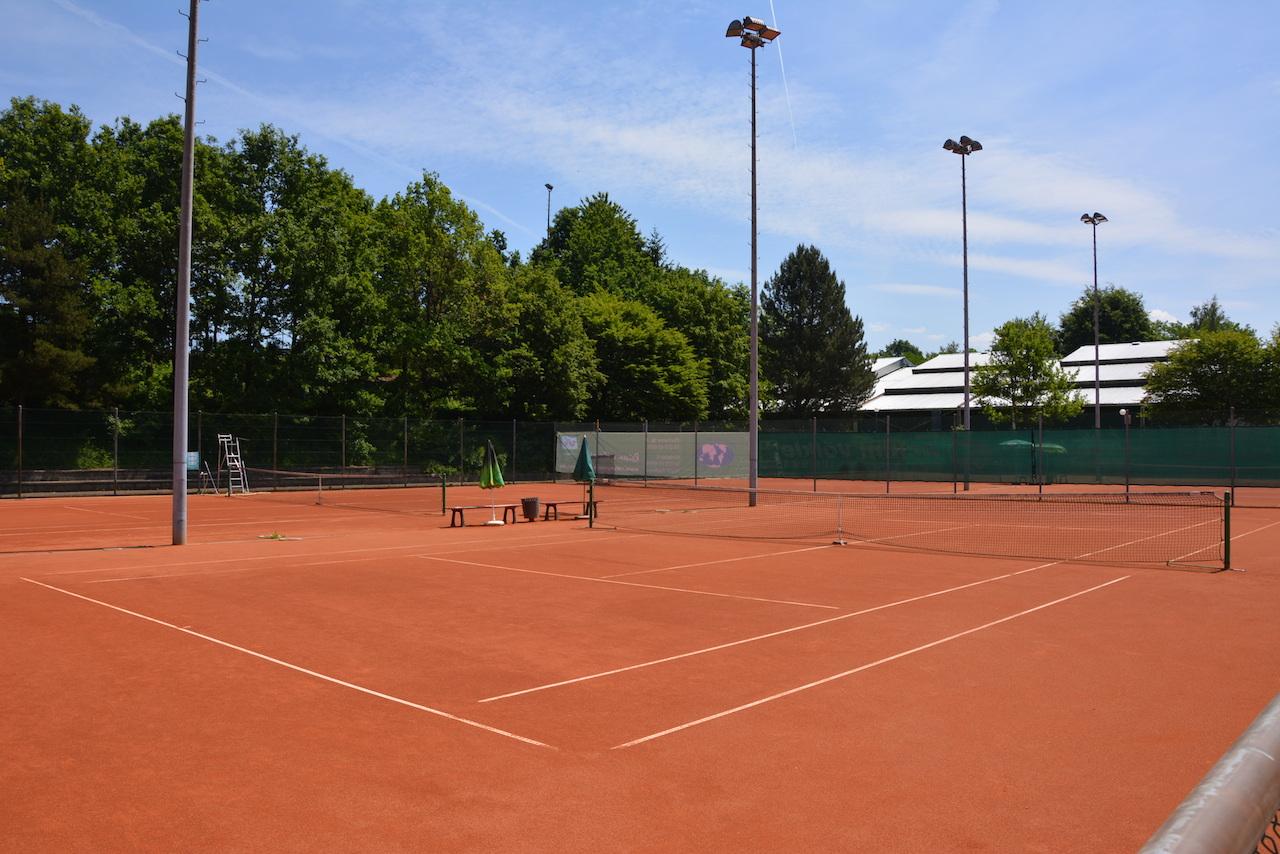 Plätze Talstraße mit Blick auf Tennishalle